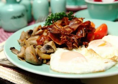 Breakfast con uova e bacon irlandese