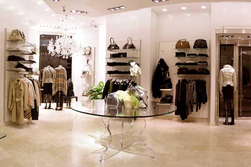 online in vendita vendite speciali Buoni prezzi Spring è un negozio di abbigliamento femminile, si trova nel ...