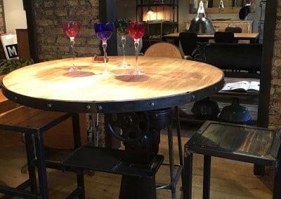 Tavolo con base in ghisa