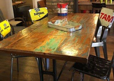 Tavolo con sgabelli vintage