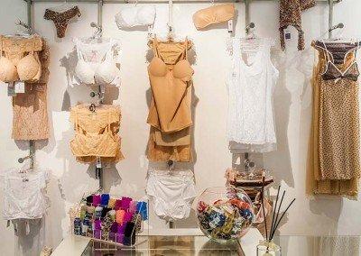 Collezione PE2016 con lingerie bianca e senape