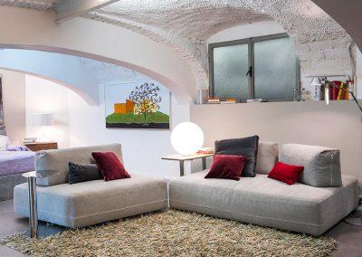 Composizione divani Ditre con elemento a trapezio e cuscini schienale spostabili