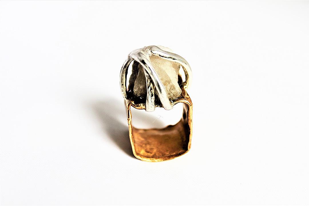 anello Prometeo in bronzo con quarzo di Exati Jewels