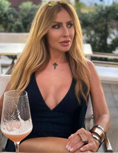 Claudia Manuppelli indossa Ferrum Jewels