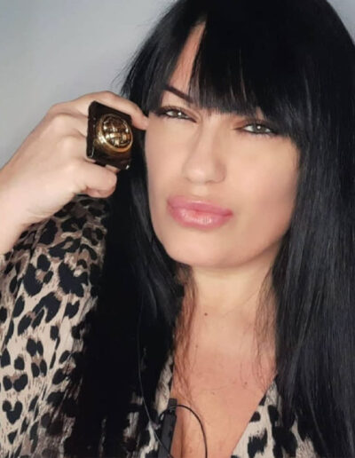 Serenak Baldaccini indossa Ferrum Jewels