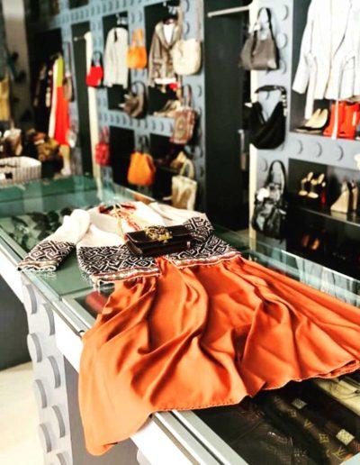 Interno del negozio Dress Agency Vintage